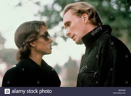 HALLE BERRY, PETER GREENE, THE RICH MAN'S WIFE, 1996 Stock Photo - Alamy