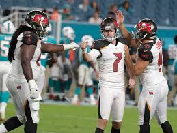 Redemption comes in final minute for Bucs' Catanzaro, Smith