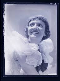 Claudette Colbert, Hollywood] | International Center of Photography