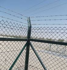 Universal Fencing Contracting Fence Chain Link Welded Mesh Hoarding Corrugated Sheet Strained Wire Camel Gabion Box Gabion Mattresses Wire Rope Concertina Barbed Wire Gate Tennis Court Short Winder Pvc Cap Brace Band Tension Band