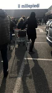 Coronavirus, assaltati i supermercati del lodigiano: decine di