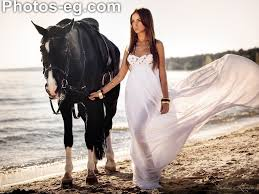 خلفيات خيول مع بنات