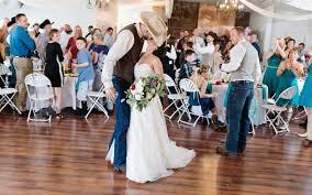 wedding venue with outdoor wedding
