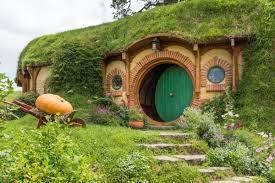 hobbit est à louer sur airbnb