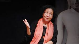 Why famed feminist bell hooks reads patriarchal writing - YouTube