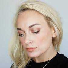 5 minute gold peach spring makeup
