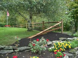Pinmydreambackyard Split Rail Fence Just A Couple Sections And Then End It Like This To Driveway Entrance Landscaping Rustic Landscaping Home Landscaping