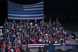 Controversial Thin Blue Line Flag Replaces America S Stars And Stripes At Trump Rally In Waukesha The Milwaukee Independent