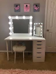 vanity mirror with hollywood lighting
