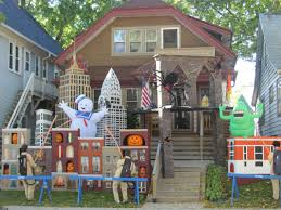 these halloween decorated homes will