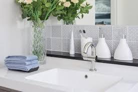 small bathroom decorating ideas small