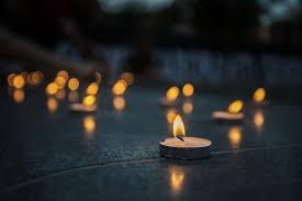 Quella candela accesa per Bergamo sulle note dell'Ave Maria: il ...