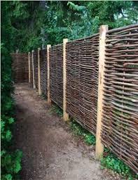 30 Diy Cheap Fence Ideas For Your Garden Privacy Or Perimeter Natural Fence Garden Privacy Backyard Fences