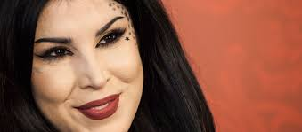 makeup queen kat von d is anti vaer
