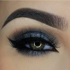 dark blue eye makeup cat eye makeup