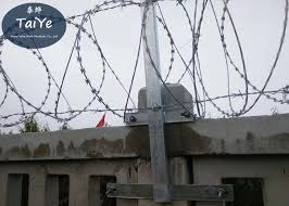 High Zinc Coated Chain Link Fence Barbed Wire Arms Firm Structure On Railway