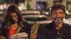Belen e Stefano paparazzati (di nuovo) insieme: tra baci rubati e ...