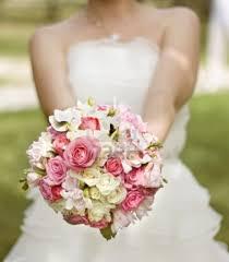 أشكال بوكيهات ورد طبيعي باللون الوردي لعروس 2017 مشاهير