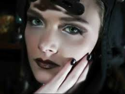 luminous eye makeup for steunk look