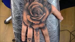 وشم الزهرة في اليد يعشقه جميع مغني الراب و البوب جودة عالية