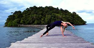 bee a traveling yoga teacher in 2020