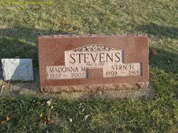 Madonna Marie Hamilton Stevens (1922-2007) - Find A Grave Memorial