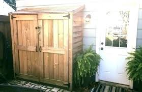 5 vines about small garden shed that