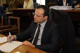 Messina, scontro in Consiglio comunale e De Luca minaccia: «A ...