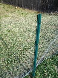Make A Cheap Quick Chick Fence