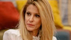 Adriana Volpe piange la morte del suocero dopo l'uscita dal Grande ...