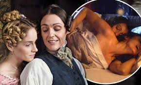 Suranne Jones developed an 'instant chemistry' with Sophie Rundle while  filming Gentleman Jack | Daily Mail Online