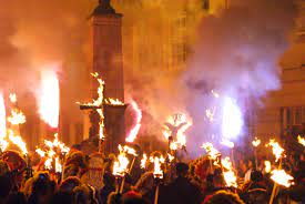 File:Lewes Guy Fawkes Night Celebrations (2) - geograph.org.uk -  1570186.jpg - Wikimedia Commons
