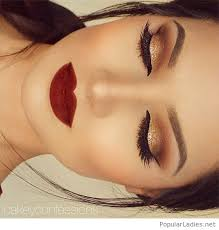 gold gliter and black eye makeup with