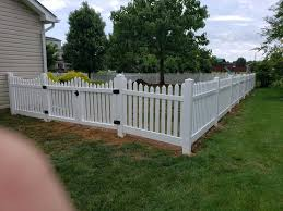 Traditional White Picket Fence In Vinyl No Maintenance Required Installed By Bruce His Crew From Tribo White Picket Fence Vinyl Picket Fence Vinyl Fence