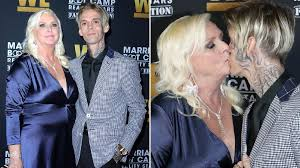 Aaron Carter kisses mum Jane on lips as they hit swanky red carpet ...