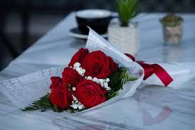رسال باقة ورد شاعرية ورد هى من اجمل هدايا عيد الحب التى تعكس حبك