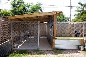 I Like The Metal Around The Bottom Of The Fence Great Idea Dog Kennel Dog Kennel Outdoor Dog Kennel Designs