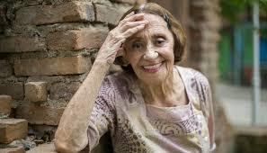 Laura Cardoso completa 93 anos e revela segredo da longevidade: