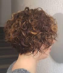 60 معظم تسريحات الشعر القصير المتموج