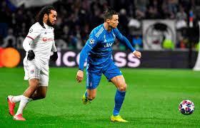 Cristiano Ronaldo, il meme su Lione-Juve impazza sui social - FOTO
