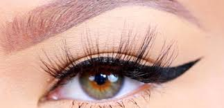 how to put eyeliner according to the