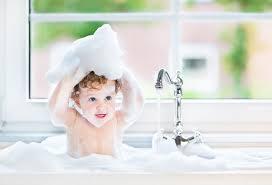 المبالغة في نظافة الأطفال تسبب إصابتهم بالسرطان - الجمال.نت
