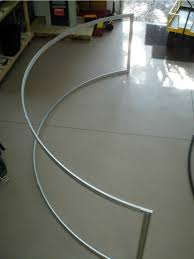 curved projection extrusion screen