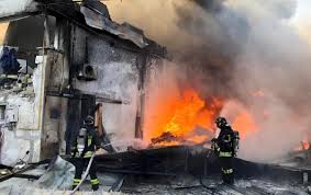 Esplosione a Ottaviano, danni anche nelle case adiacenti alla fabbrica