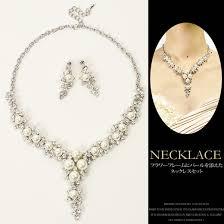 pearl necklace wedding flower motif