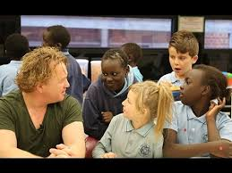 Celebrity Chef Adrian Richardson serves brekky to school kids - YouTube