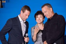 File:Sully Japan Premiere Red Carpet- Tom Hanks & Aaron Eckhart ...