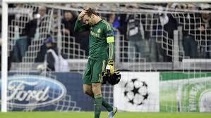 Petr Cech suffered a thigh injury ...