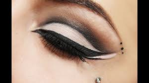 how to do dramatic cat eye makeup