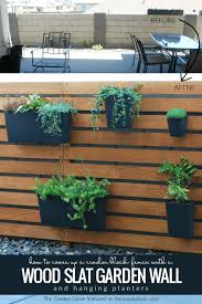 Remodelaholic Diy Wood Slat Garden Wall With Planters